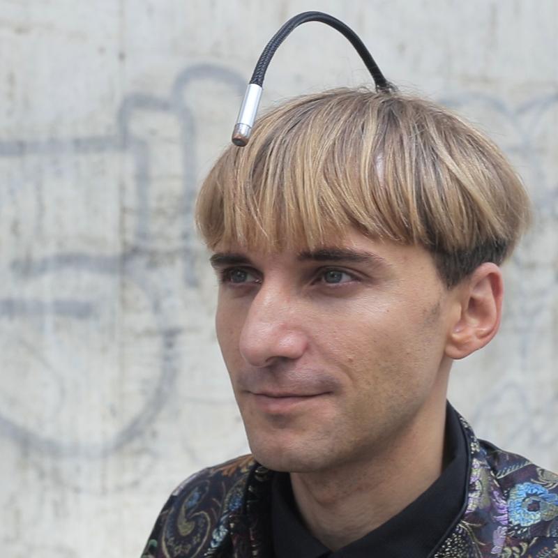 Neil Harbisson primer humano que se convierte legalmente en cyborg
