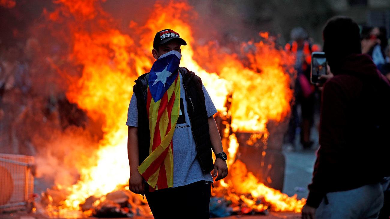 La respuesta democrática de la sociedad catalana a la violencia de los independentistas